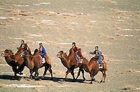 Mongolie. Desert de Gobi. Region de Dalanzadgad. Village de Moron. Festival des chameaux. Nouvel an Mongol. Course de chameaux. // Mongolia. Gobi desert. Dalanzadgad area. Moron village. Camel festival. Mongolian new year. Camel race.