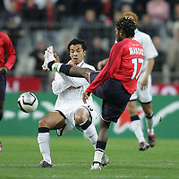 Photo: Lee Earle.<br /> Lille v Manchester Utd. UEFA Champions League.<br /> 02/11/2005. Lille's Jean Makoun goes in high on kieran Richardson.