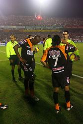 Jogadores do Pachuca do México lamentam  a perder o título da Recopa Sul-Americana 2007 para o Internacional no estádio Beira Rio, em Porto Alegre 07 de junho de 2007. FOTO: Jefferson Bernardes/Preview.com