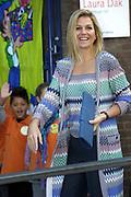 Prinses Máxima geeft startsein voor actie Schoenmaatjes van Edukans<br /> <br /> <br /> Hare Koninklijke Hoogheid Prinses Máxima der Nederlanden geeft donderdagmorgen 9 september het startsein voor de actie Schoenmaatjes van Edukans op de Bavinckschool in Den Haag. Schoenmaatjes is een actie waarbij kinderen in Nederland een schoenendoos vullen met speelgoed en schoolspullen voor kinderen in ontwikkelingslanden.<br /> <br /> Schoenmaatjes is één van de scholenprogramma's van Edukans, de ontwikkelingsorganisatie voor onderwijs. In de afgelopen vijftien jaar hebben meer dan twee miljoen kinderen in ontwikkelingslanden een schoenendooscadeau van een kind in Nederland ontvangen.<br /> Met deze actie wil Edukans kinderen in Nederland leren delen en ze bewust maken van het feit dat niet ieder kind op deze wereld naar school gaat.