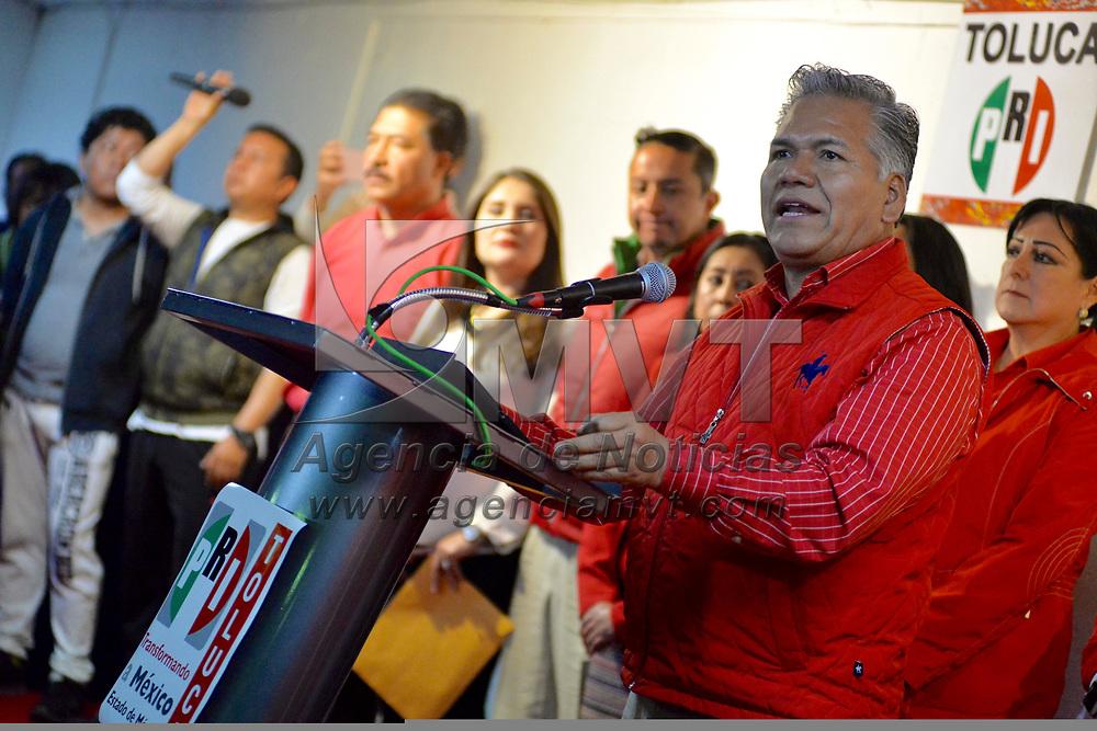 Toluca, México (Febrero 04, 2018).- Fernando Zamora, se registró como precandidato a la presidencia municipal de Toluca ante el Comité Municipal del Partido Revolucionario Institucional (PRI).  Agencia MVT / Crisanta Espinosa.