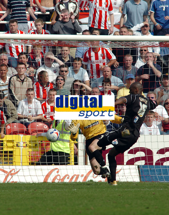 Photo: Kevin Poolman.<br />Swindon Town v Brentford. Coca Cola League 1. 22/04/2006. Marcus Gayle puts the ball in the back of the net to make it 2-0 to Brentford.