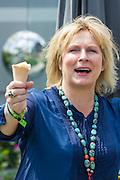 Jennifer Saunders the RNIB garden. The Chelsea Flower Show 2014. The Royal Hospital, Chelsea, London, UK.  19 May 2014.