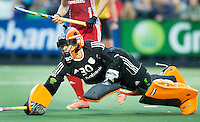 AMSTERDAM - Hockey - Anne Veenendaal (Neth) tijdens de shoot outs.    Interland tussen de vrouwen van Nederland en Groot-Brittannië, in de Rabo Super Serie 2016 .  COPYRIGHT KOEN SUYK