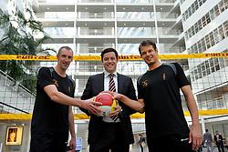 22-03-2012 VOLLEYBAL: PERSCONFERENTIE WK BEACHVOLLEYBAL 2015: DEN HAAG<br /> Het WK beachvolleybal 2015 wordt door de FIVB toegekend aan Nederland. In het stadhuis van Den Haag werd de pers op de hoogte gebracht / (L-R) Richard Schuil, wethouder Karsten Klein en Reinder Nummerdor<br /> ©2012-FotoHoogendoorn.nl