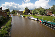 Narrow boats on the Kennet and Avon canal, Hungerford, Berkshire, England, UK