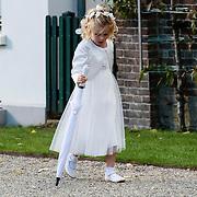 NLD/Staverden/20121004- Huwelijk schaatsster Marianne Timmer met voetbalkeeper Henk Timmer, bruidsmeisje