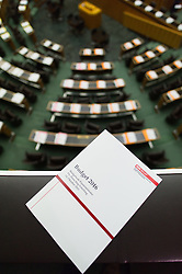 14.10.2015, Parlament, Wien, AUT, Parlament, Nationalratssitzung, Sitzung des Nationalrates mit Budgetrede des Finanzministers, im Bild Feature // during meeting of the National Council of austria according to government budget at austrian parliament in Vienna, Austria on 2015/10/14, EXPA Pictures © 2015, PhotoCredit: EXPA/ Michael Gruber