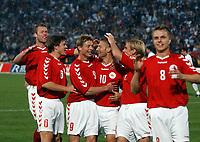 Fotball<br /> Kvalifisering til EM 2004<br /> 11.10.2003<br /> Bosnia v Danmark 1-1<br /> Norway Only<br /> Foto: Digitalsport<br /> <br /> <br /> Dansk jubel efter scoring af Martin Jørgensen til 1-0. Jesper Grønkjær i forgrunden
