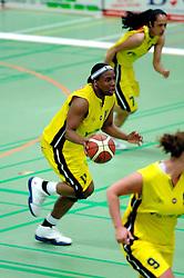 20-05-2006 BASKETBAL: FINALE PLAYOFF BINNENLAND - YELLOW BIKE: BARENDRECHT<br /> Yellow Bike verslaat Binnenland in eigenhuis en neemt nu een 3-1 voorsprong in de serie best of seven / Cherie Lea<br /> ©2006-WWW.FOTOHOOGENDOORN.NL