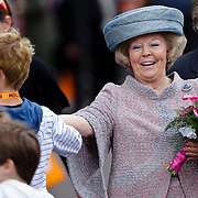 NLD/Middelburg/20100430 -  Koninginnedag 2010, Beatrix hard lachend
