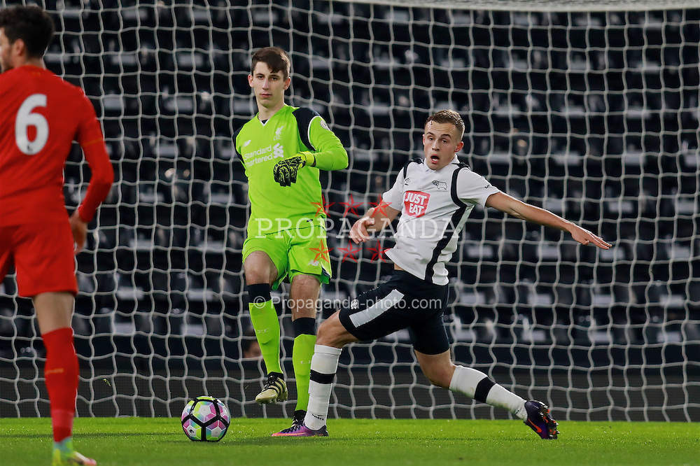 DERBY, ENGLAND - Monday, November 28, 2016: Liverpool's goalkeeper Kamil Grabara in action against Derby County during the FA Premier League 2 Under-23 match at Pride Park. (Pic by David Rawcliffe/Propaganda)