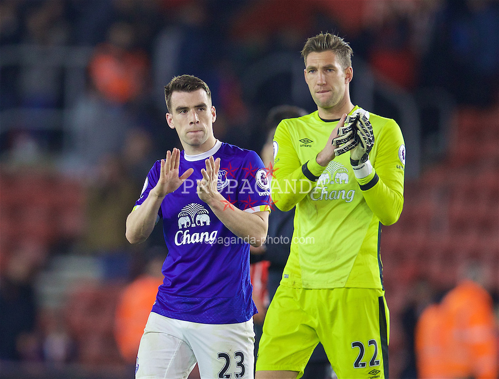SOUTHAMPTON, ENGLAND - Saturday, November 19, 2016: Everton's Seamus Coleman and goalkeeper Maarten Stekelenburg applaud the supporters after his side's 1-0 defeat by Southampton during the FA Premier League match at St. Mary's Stadium. (Pic by David Rawcliffe/Propaganda)