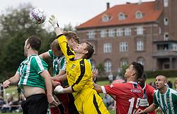Målmand Casper Buus Hansen (Bispebjerg Boldklub) forsøger at nå bolden under kampen i Sydbank Pokalen, 1. runde, mellem Bispebjerg Boldklub og FC Helsingør den 2. september 2020 i Lersø Parken (Foto: Claus Birch).