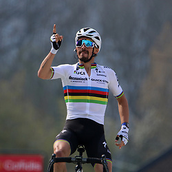 21-04-2021: Wielrennen: Waalse Pijl Elite Men: Huy <br />Julian Alaphilippe won the Flèche Wallonne for the third time in his career. On the steep Wall of Hoei he was able to pass Primož Roglič in the final stage, who tried to win the race with a long sprint.
