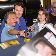 NLD/Zandvoort/20180520 - Jumbo Race dagen 2018, Jan Lammers in gesprek met Prins Constantijn, Eloise, Leonore,