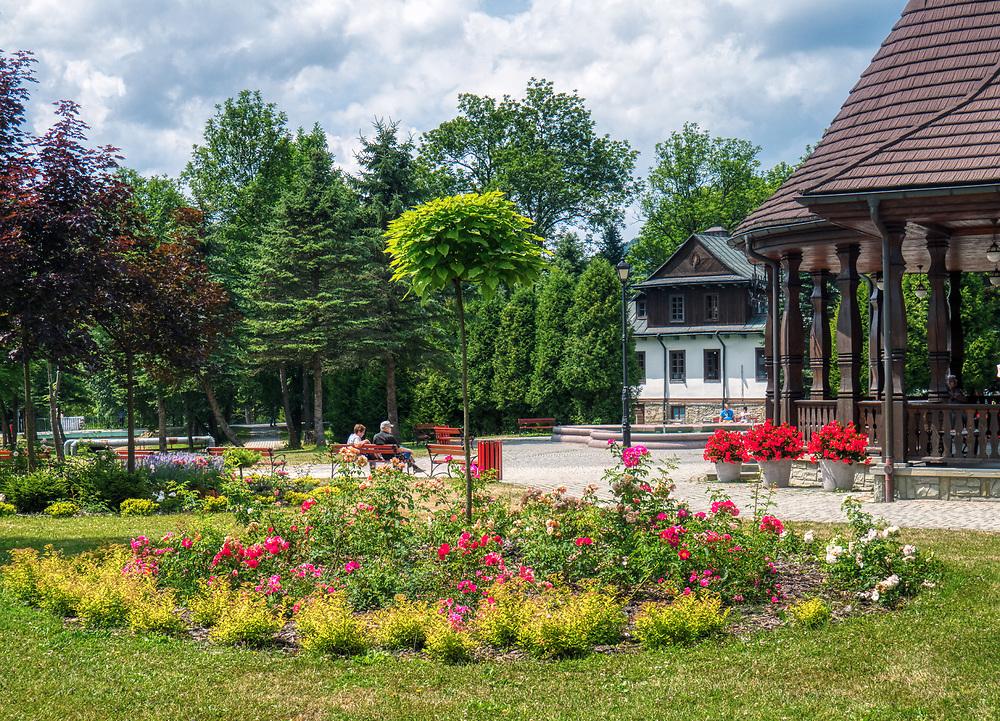 Wysowa-Zdrój (woj. małopolskie) 2019-07-16, znana jest z leczniczych wód mineralnych wieś uzdrowiskowa w południowej Polsce. Park Zdrowjowy.