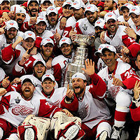 The Detroit Red Wings team gathers around the Stanley Cup  defeating  the Pittsburgh Penguins 3-2  in six games at the Mellon Arena in Pittsburgh on June 4, 2008.    (UPI Photo/Archie Carpenter)