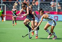 ANTWERPEN - Lidewij Welten (Ned) met Selin Oruz (Ger)  tijdens  de   finale  dames  Nederland-Duitsland  (2-0) bij het Europees kampioenschap hockey.   COPYRIGHT  KOEN SUYK