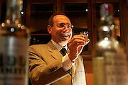 Sao Paulo_MG, Brasil...Vice-presidente mundial da Siemens, Jairo Martins, comanda a degustacao de cachaca para executivos...The vice president of Siemens, Jairo Martins, tasting cachaca...Foto: LEO DRUMOND / NITRO