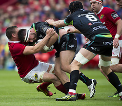 May 20, 2017 - Limerick, Irland - Tommy O'Donnell of Munster tackled by Scott Baldwin of Ospreys during the Guinness PRO12 Semi-Final match between Munster Rugby and Ospreys at Thomond Park Stadium in Limerick, Ireland on May 20, 2017  (Credit Image: © Andrew Surma/NurPhoto via ZUMA Press)