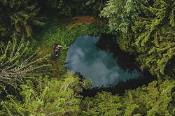 THEMENBILD - ein Paar auf einer Bank bei einem Teich mitten im Wald, aufgenommen am 25. August 2019 in Bad Fusch, Oesterreich // a couple on a bench by a pond in the middle of a forest in Bad Fusch, Austria on 2019/08/25. EXPA Pictures © 2019, PhotoCredit: EXPA/ JFK