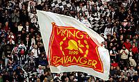 Fotball, Tippeligaen, <br /> Viking Stadion, 24/04-2005, Viking - Lillestrøm,<br /> Viking, supportere, flagg, fans, tilskuer, tilskuere, publikum,<br /> Foto: Sigbjørn Andreas Hofsmo, Digitalsport