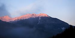 """THEMENBILD - der schneebedeckte Schattberg bei Saalbach Hinterglemm in der Morgensonne, teilweise mit Nebel verhangen, aufgenommen am 17. Oktober 2015, Saalbach Hinterglemm, Österreich // the snow capped mountain """"Schattberg"""" in Saalbach Hinterglemm in the morning sun, partially overcast with fog, Saalbach Hinterglemm, Austria on 2015/10/17. EXPA Pictures © 2015, PhotoCredit: EXPA/ JFK"""