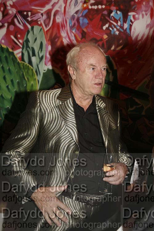 JAMES ROSENQUIST . James Rosenquist private view. Haunch of Venison. London. 10 October 2006. -DO NOT ARCHIVE-© Copyright Photograph by Dafydd Jones 66 Stockwell Park Rd. London SW9 0DA Tel 020 7733 0108 www.dafjones.com