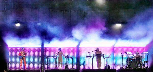 Nederland, Beuningen, Ewijk, 1-7-2018 Festival Down the Rabbit Hole , dtrh . Annie Clark, beter bekend als St. Vincent, St Vincent live  . Foto: Flip Franssen