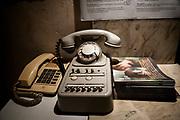 20181101/ Javier Calvelo - adhocFOTOS/ URUGUAY/ MONTEVIDEO/ Centro de Documentación Cinematográfica, Sala Cinemateca y Sala 2 en Lorenzo Carnelli 1311/ Proyecto documental sobre el ultimo mes de funciones en la vieja y tradicional infraestructura de salas de la Cinemateca Uruguaya. Cinemateca Uruguaya es una filmoteca uruguaya con sede en Montevideo, Uruguay, fundada el 21 de abril de 1952. Es una asociación civil sin fines de lucro cuyo objetivo es contribuir al desarrollo de la cultura cinematográfica y artística en general.<br /> Trabajadores: Guillermina Martín Bibliotecologa , Susana Roura y Lucero Trelles en Boleteria, Martin Ramirez proyeccionesta sala 2, Jorge Barboza Sala Cinemateca, <br /> Alejandra Frechero coordinacion , Silvana Silveira encargada depto comercial  , Magela Richero administracion <br /> En la foto:  Boleteria en Sala Cinemateca y Sala 2. Foto: Javier Calvelo/ adhocFOTOS