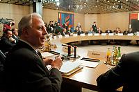 11.01.1999, Deutschland/Bonn:<br /> Jacques Santer, Präsident der Europäischen Kommission, vor Beginn der gemeinsamen Sitzung des Bundeskabinetts und der Europäischen Kommission, NATO-Saal, Bundeskanzleramt, Bonn<br /> IMAGE: 19990111-02/01-16
