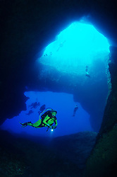 Blue Hole and scuba diver, Gozo, Malta, Sued Europa, Mittelmeer, Mare Mediterraneum, Sotuh Europe, Mediterranean Sea, MR YES