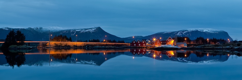 Straumen is located near Fosnavåg, on the vestern part of Norway. Picture is taken around 8pm 3rd March 2012.