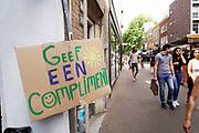 Nederland, Nijmegen, 20-6-2020  Oproep in de binnenstad : geef elkaar een compliment .Foto: ANP/ Hollandse Hoogte/ Flip Franssen
