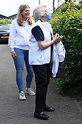 Maartensdijk, 29-05-2021, Thomashuis Maartensdijk. Prinses Beatrix tijdens de 17e editie van NLdoet georganiseerd door het Oranje Fonds . Tijdens de grootste vrijwilligersactie van ons land kan iedereen op een laagdrempelige manier ervaren hoe mooi het is om iets voor een ander te doen. Op ruim 5.500 plekken in ons land kunnen mensen  meedoen  aan  NLdoet-klussen.<br /> <br /> FOTO: Brunopress/Patrick van Emst<br /> <br /> Princess  Beatrix  during the 17th edition of NLdoet organized by the Oranje Fonds. During the largest volunteer campaign in our country, everyone can experience in an accessible way how beautiful it is to do something for someone else. People can participate in NLdoet jobs at more than 5,500 places in our country.