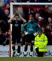 Photo: Jed Wee.<br />Doncaster Rovers v Swansea City. Coca Cola League 1.<br />17/12/2005.<br />Swansea's Sam Ricketts (L) and goalkeeper Willy Gueret show their disappointment after going 1-0 down.