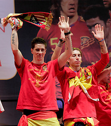 12.07.2010, Madrid, Spanien, ESP, FIFA WM 2010, Empfang des Weltmeisters in Madrid, im Bild Fernando Torres and Sergio Ramos, EXPA Pictures © 2010, PhotoCredit: EXPA/ Alterphotos/ Acero / SPORTIDA PHOTO AGENCY