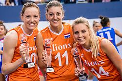 01-10-2017 AZE: Final CEV European Volleyball Nederland - Servie, Baku<br /> Nederland verliest opnieuw de finale op een EK. Servië was met 3-1 te sterk / Lonneke Sloetjes #10 of Netherlands - best spiker, Anne Buijs #11 of Netherlands - best spiker en Laura Dijkema #14 of Netherlands best setter