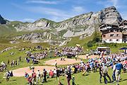 Foto Schwingfest am Melchsee-Frutt. Übersicht. Am Hintergrund Hochstollen