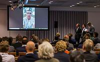 ZEIST - Tom Maddisson, (The International) , greenkeeper of the Year.   Nationaal Golf & Groen Symposium. rechts Jannes Landkroon, voorzitter NGA.  Copyright Koen Suyk