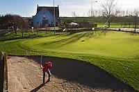 HELLOUW - Look Boden heeft in de paardenbak een fantastische grote green met bunker .  Het huis ligt aan de Waal . COPYRIGHT KOEN SUYK