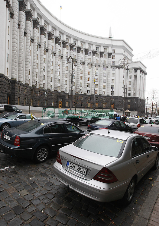 September 6, 2017 - Kiev, Ukraine - Several hundred owners of foreign-registered cars with their cars protest in front the Cabinet of Ministers building in center Kiev, Ukraine, 06 September, 2017. The owners of foreign-registered cars demand to change the rules of customs clearance of cars. (Credit Image: © Str/NurPhoto via ZUMA Press)
