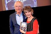 Boekpresentatie Annie en Joop naar de bioscoop, het  erste kinderboek van Cabaretier Freek de Jonge.<br /> <br /> Op de foto:  Cabaretier Freek de Jonge en partner Hella de Jonge