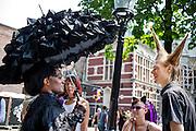 In Utrecht is het tiende Summer Darkness van start gegaan. Summer Darkness is het jaarlijkse evenement voor de liefhebber van gothic. Het evenement duurt het hele weekend.<br /> <br /> In Utrecht the tenth edition of Summer Darkness has started. Summer Darkness is the creates festival in Europe for gothic