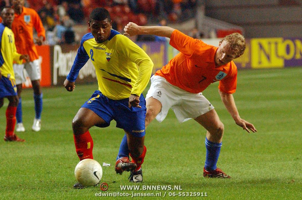 NLD/Amsterdam/20060301 - Voetbal, oefenwedstrijd Nederland - Ecuador, Dirk Kuyt en Jorge Guagua