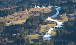 "29.12.2015, Kaltenbach, AUT, Skigebiete in Österreich kämpfen mit Schneemangel, im Bild die Talabfahrt des Schigebiets ""Zillertal Arena"" durchbricht als weißer Streifen die grünen Wiesen kurz vor Silvester // the slope of skiresort ""Zillertal Arena"" is senn as a withe stripe surrounded by green fields. The missing of precipitation in this winter a lot of ski resorts complain about a lack of snow. Wide parts of Europe experience spring like weather and temperatures over the Christmas season, Kaltenbach, Austria on 2015/12/29. EXPA Pictures © 2015, PhotoCredit: EXPA/ Jakob Gruber"