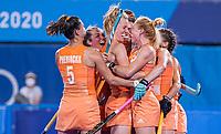 TOKIO - Caia Van Maasakker (NED) neemt de strafcorner  en Margot Van Geffen (NED) heeft gescoord,  tijdens de wedstrijd dames , Nederland-India (5-1) tijdens de Olympische Spelen   . Frédérique Matla (NED) , Xan de Waard (NED) , Lidewij Welten (NED) .   COPYRIGHT KOEN SUYK