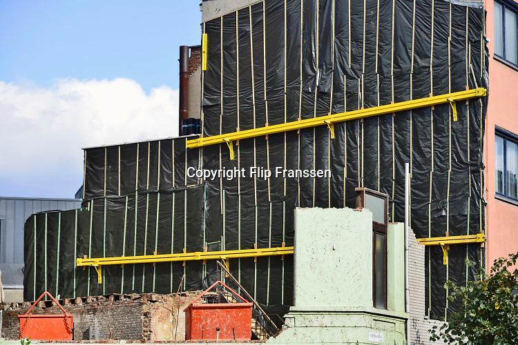 Belgie, vlaanderen, antwerpen, 7-10-2019  Straatbeeld van de rand van het stadscentrum . Waar een huizenblok is gesloopt zijn tijdelijke voorzieningen aangebracht . Foto: ANP/ Hollandse Hoogte/ Flip Franssen
