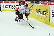 01.Mai 2012; Kloten; Eishockey - Schweiz - Kanada; Patrick VonGunten (SUI) gegen Corey Perry (CAN)  (Thomas Oswald)